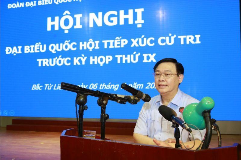 Bí thư Thành ủy Hà Nội Vương Đình Huệ phát biểu tại buổi tiếp xúc cử tri. Ảnh: VGP/Bích Phương
