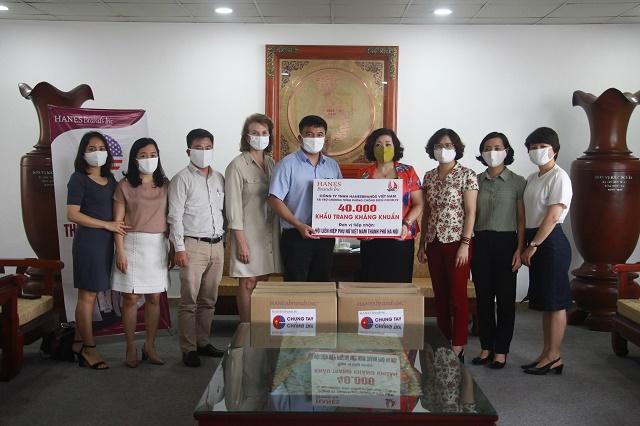 Hội LHPN Hà Nội tiếp nhận 40.000 khẩu trang từ tập đoàn may mặc Hanesbrands