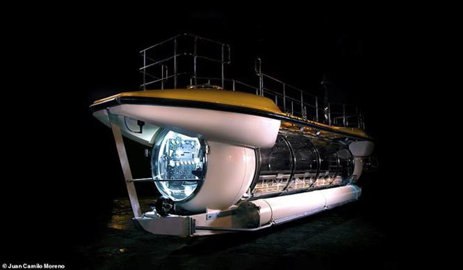 Tàu ngầm Triton DeepView24 có thể đưa 24 hành khách lặn tới độ sâu lên tới 100m và mang tới tầm nhìn tuyệt đẹp nhờ cửa sổ panorama siêu rộng.