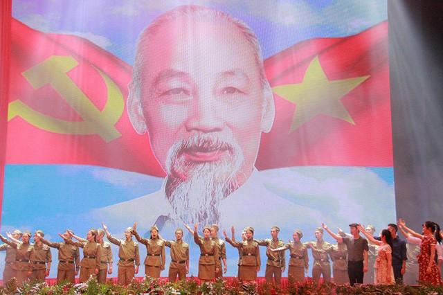 Lễ kỷ niệm trọng thể 130 năm ngày sinh nhật Bác tại Trung tâm Hội nghị quốc gia Mỹ Đình - Hà Nội