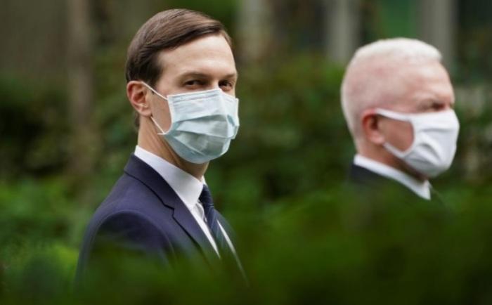 Nhiều quan chức cấp cao của Mỹ đã đeo khẩu trang khi xuất hiện tại khu vực Nhà Trắng hôm 11/5.