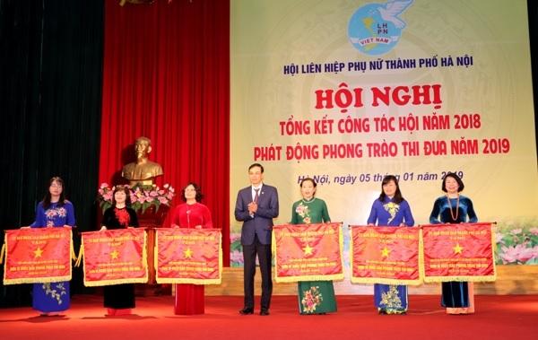 Ban Thi đua- Khen thưởng TP. Hà Nội đề nghị khen thưởng, cá nhân.