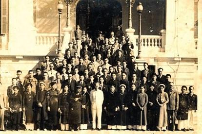 Bác Hồ với giới công thương năm 1946