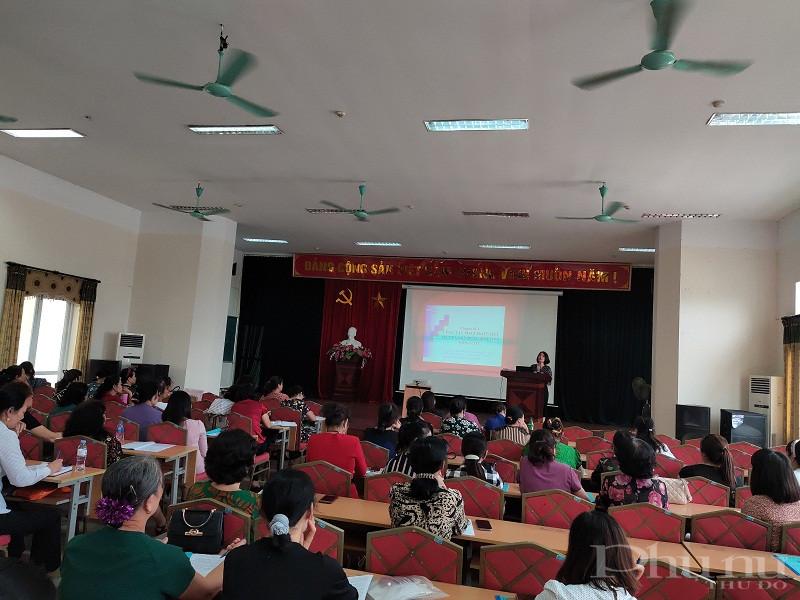 Hội LHPN quận phối hợp với Trung tâm chính trị quận tổ chức lớp học