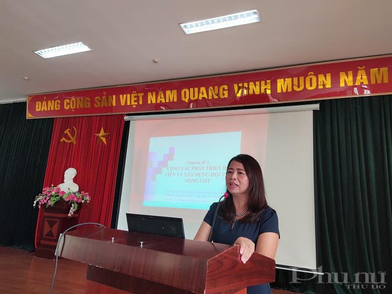 Tiến sỹ Bùi Thị Mai Đông- Trưởng khoa Công tác xã hội Học viện Phụ nữ Việt Nam- Báo cáo viên lớp học đã truyền tải nội dung về hướng dẫn phát triển hội viên và xây dựng hội viên nòng cốt