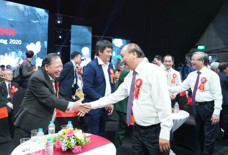 Thủ tướng Nguyễn Xuân Phúc và các đại biểu dự chương trình. ẢNh: VGP/Quang Hiếu