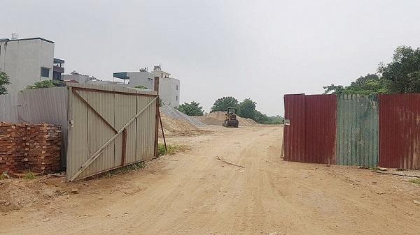 Nguyên vật liệu xây dựng ngang nhiên tập kết trên đất dự án tại địa bàn phường Hà Cầu, quận Hà Đông