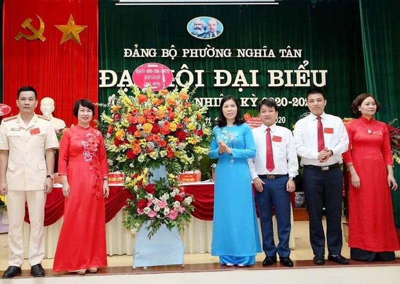 Đồng chí Trần Thị Phương Hoa- Bí thư quận ủy Cầu Giấy chúc mừng đại hội