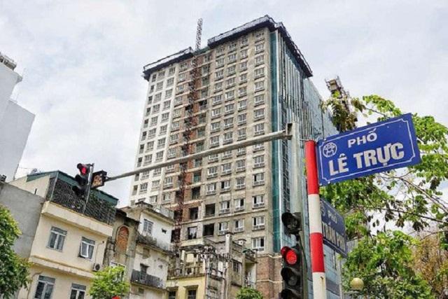 Công trình số 8 Lê Trực, phường Điện Biên, quận Ba Đình xây dựng sai phép  16m so với quy định nhưng chưa bị xử lý dứt điểm.