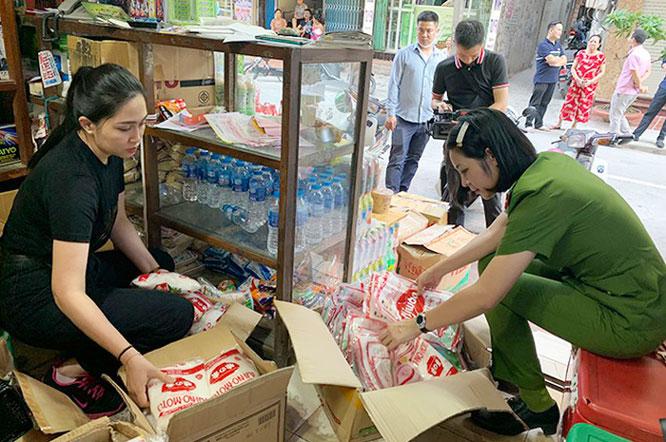 Công an Ha Nội phát hiện đường dây sản xuất bột ngọt giả các thương hiệu nổi tiếng.