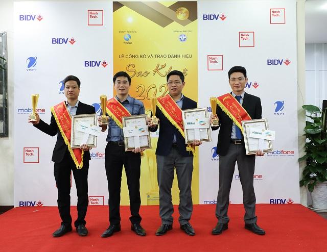 Đại diện Viettel nhận các hạng mục giải thưởng Sao Khuê 2020.
