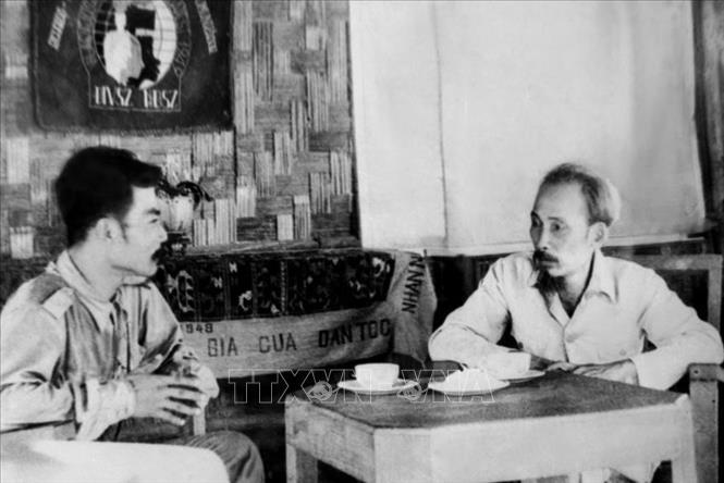Chủ tịch Hồ Chí Minh tiếp Chủ tịch Lào Souphanouvong tại chiến khu Việt Bắc, năm 1958.