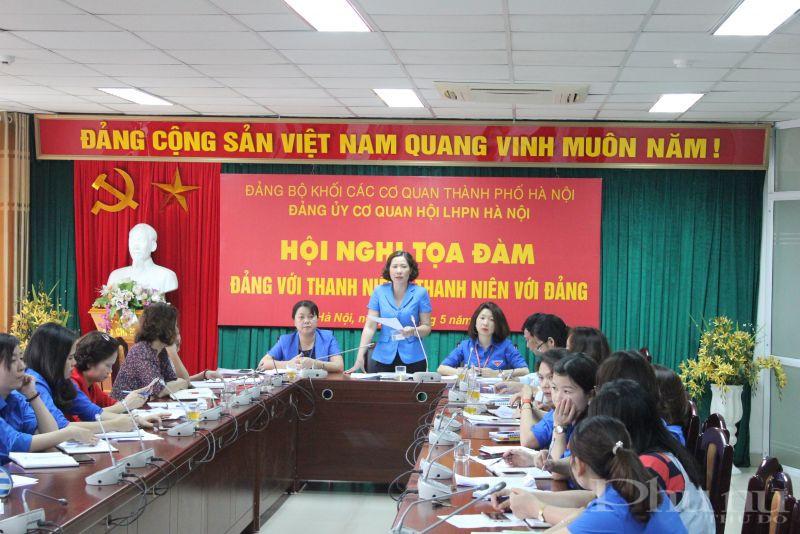 Đồng chí Lê Kim Anh- Chủ tịch Hội LHPN Hà Nội phát biểu tại hội nghị tọa đàm Đảng với thanh niên thanh niên với Đảng.