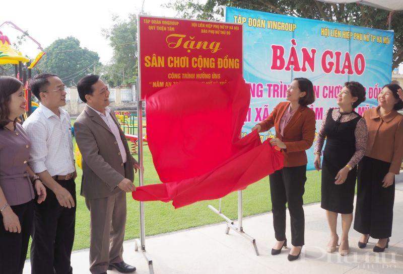 Hội LHPN Hà Nội, Báo Phụ nữ Thủ đô bàn giao công trình sân chơi cộng đồng cho thôn Đồng Mít, xã Đồng Tâm, huyện Mỹ Đức.