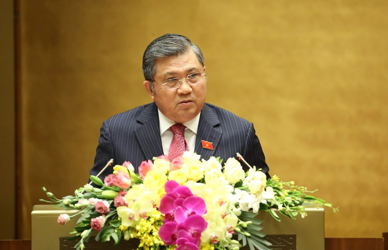 Chủ nhiệm Ủy ban Đối ngoại Nguyễn Văn Giàu trình bày báo cáo thẩm tra việc phê chuẩn Hiệp định EVFTA.