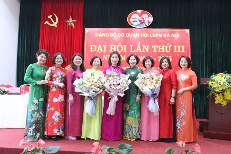 Chia tay các đồng chí Đảng ủy viên không tái nhiệm nhiệm kỳ 2020-2025.