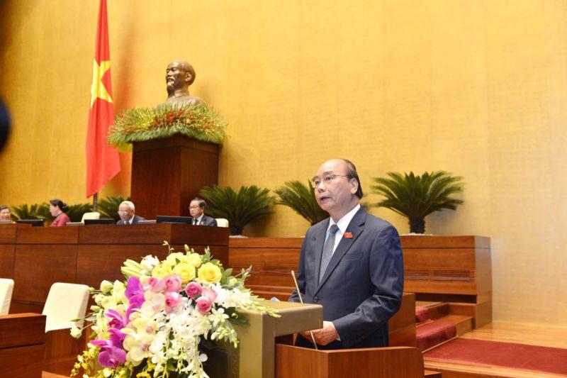Thủ tướng Nguyễn Xuân Phúc báo cáo tại kỳ họp thứ chín, Quốc hội khóa XIV