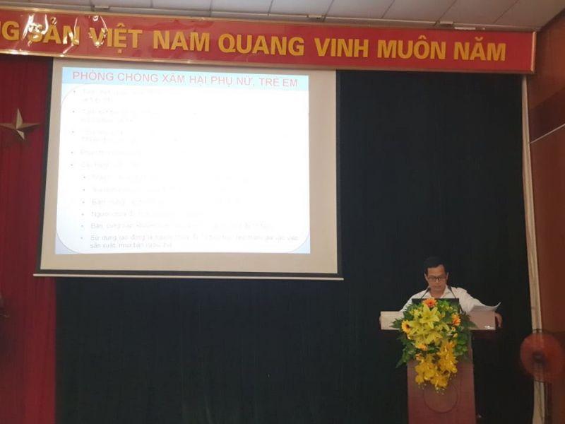 TS Nguyễn Xuân Lân báo cáo các nội dung chuyên đề tại hội nghị