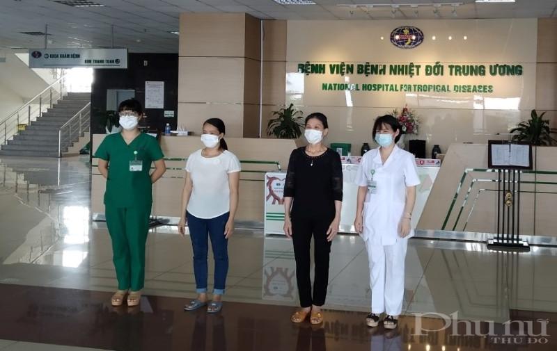 2 bệnh nhân được BV Bệnh Nhiệt đới TƯ công bố khỏi bệnh chiều 21/5.