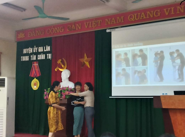 Các học viên được thực hành hướng dẫn giải quyết các vụ việc liên quan đến phụ nữ, trẻ em