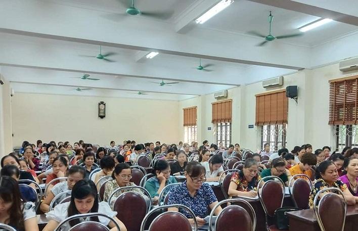 Các học viên tham dự lớp  bồi dưỡng nghiêm túc và đông đủ