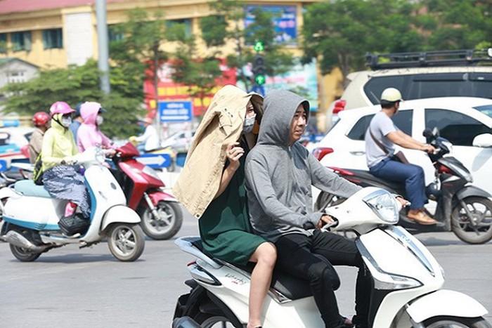 Thời tiết nắng nóng kinh hoàng khiến người dân dễ đổ bệnh