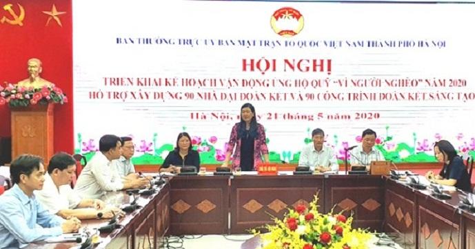 Đồng chí Nguyễn Lan Hương- Chủ tịch UB MTTQ thành phố Hà Nội phát biểu tại hội nghị