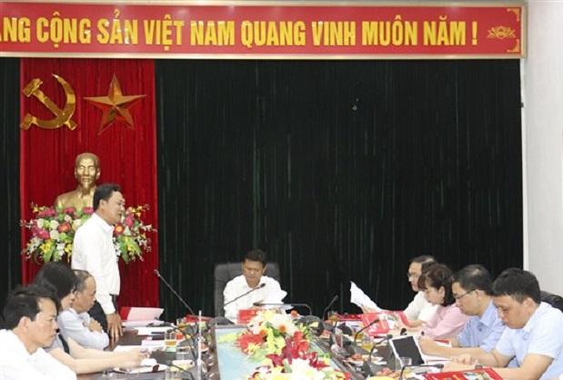 Đồng chí Lê Anh Quân - Thành ủy viên, Bí thư Huyện ủy, Chủ tịch UBND huyện phát biểu tại hội nghị