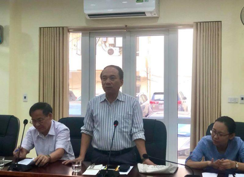 Ông Văn Đình Ưng, Bí thư chi bộ TDP số 9 phường Dịch Vọng Hậu trình bày tham luận