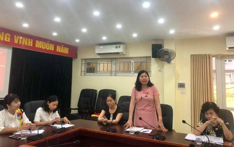 Chị Lê Thị Hà, Chủ tịch Hội LHPN phường Dịch Vọng trình bày tham luận