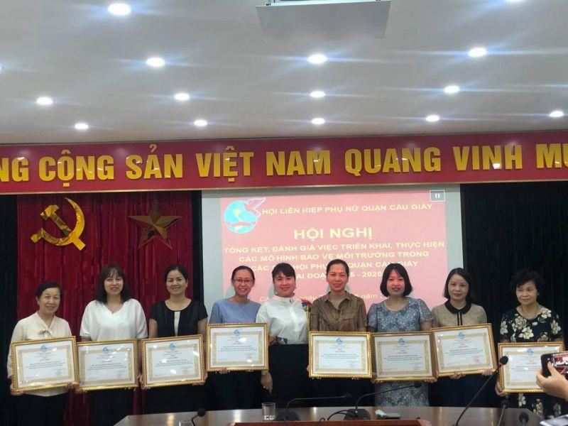 Hội LHPN quận Cầu Giấy đã khen thưởng 8 tập thể có thành tích tiêu biểu trong công tác BVMT