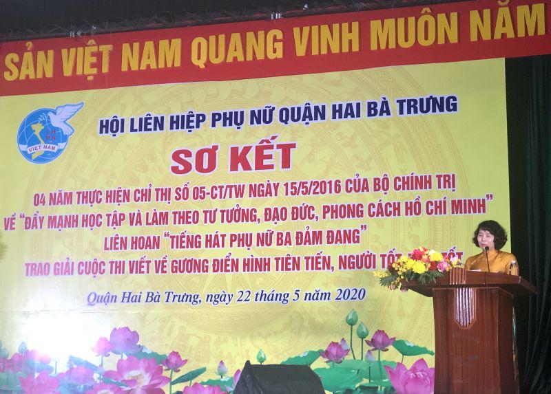 Đ/c Tạ Thị Thanh Huyền, Chủ tịch Hội LHPN quận Hai Bà Trưng báo cáo kết quả 4 năm thực hiện Chỉ thị 05