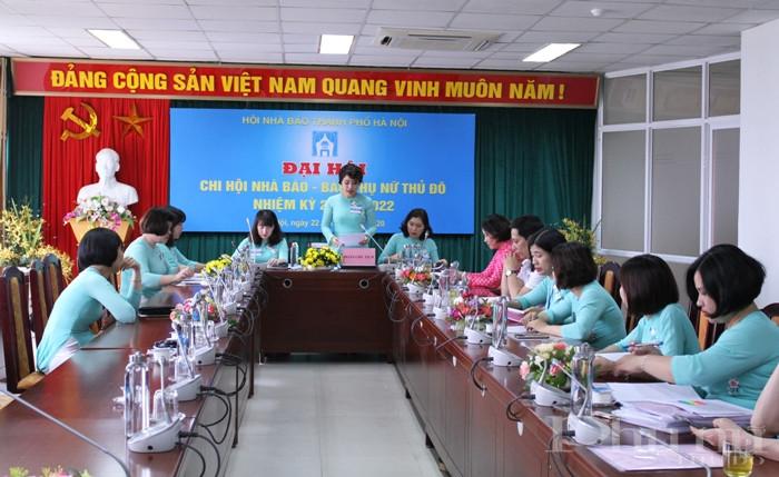 TBT báo Phụ nữ Thủ đô Lê Quỳnh Trang phát biểu khai mạc đại hội.