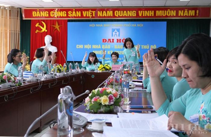 Đại biểu tham dự nhất trí cao với báo cáo và các nội dung được trình bày tại đại hội Chi hội nhà báo - báo PNTĐ.