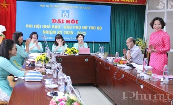 Chủ tịch Hội LHPN Hà Nội Lê Kim Anh phát biểu chỉ đạo tại đại hội.