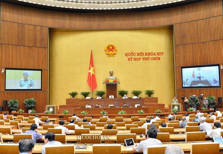 Tại phiên làm việc Kỳ họp thứ 9, Quốc hội khóa XIV,  Bộ trưởng Bộ Công an Tô Lâm, thừa ủy quyền của Thủ tướng Chính phủ trình bày Tờ trình về dự án Luật Cư trú (sửa đổi)