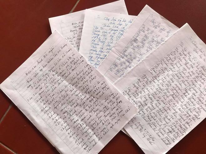 Hàng loạt đơn thư của người gửi các cơ quan chức năng đề nghị làm rõ sự việc.