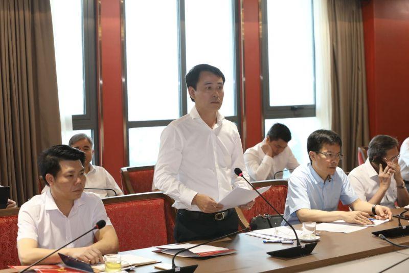 Giám đốc Sở Tài nguyên và Môi trường Nguyễn Trọng Đông trình bày báo cáo tại buổi làm việc.