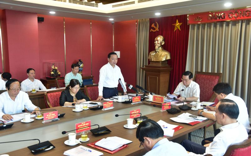 Bộ trưởng Bộ Tài nguyên và Môi trường Trần Hồng Hà phát biểu tại buổi làm việc.
