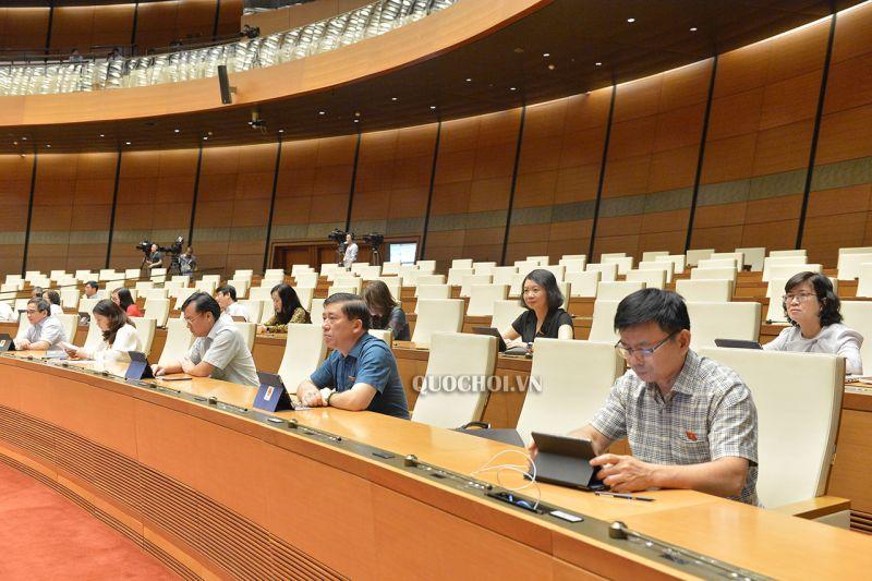 Đại biểu Quốc hội tham dự kỳ họp thứ 9, Quốc hội khóa XIV.
