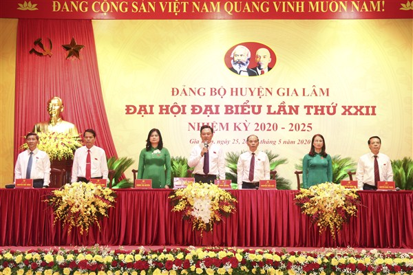 Đoàn Chủ tịch điều hành Đại hội Đảng bộ huyện Gia Lâm, nhiệm kỳ 2020-2025 (ảnh chụp phiên trù bị chiều ngày 25/5)