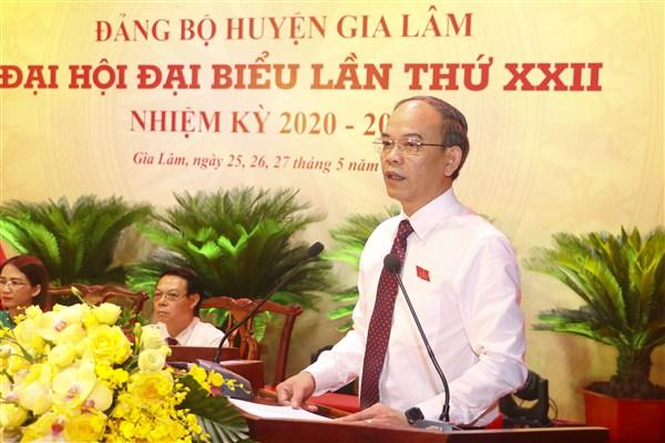 Đồng chí Nguyễn Tiến Việt – Phó Bí thư Thường trực Huyện ủy, Chủ tịch HĐND huyện phổ biến Quy chế bầu cử trong Đảng