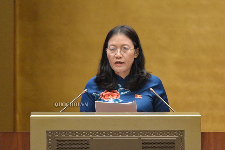 UV Ủy ban Thường vụ Quốc hội, Chủ nhiệm UB Tư pháp Lê Thị Nga báo cáo tóm tắt kết quả giám sát việc thực hiện CSPL về phòng, chống XHTE tại phiên họp.
