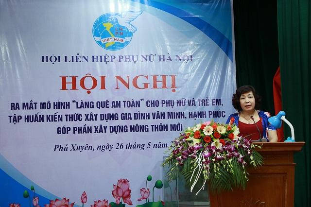 Đồng chí Lê Thị Thiên Hương, Phó Chủ tịch Hội LHPN Hà Nội phát biểu chỉ đạo tại Hội nghị