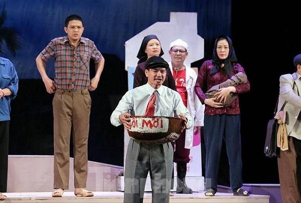 """""""Bệnh sĩ"""" của Nhà hát Kịch Việt Nam hút khán giả trở lại sân khấu"""