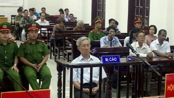 Bị cáo Nguyễn Khắc Thủy - thủ phạm dâm ô với hàng loạt trẻ em (tại Bà Rịa - Vũng Tàu) trong phiên tòa xét xử vụ án dâm ô trẻ em gây chú ý của dư luận năm 2018