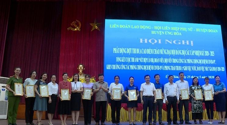 Tại hội nghị, Ban tổ chức đã trao giải cho các cơ sở đạt giải cuộc thi (Ảnh: Huy Nguyện)