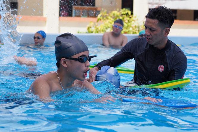 Giờ học bơi của học sinh Trường Trung học phổ thông Phan Huy Chú (quận Đống Đa, Hà Nội).