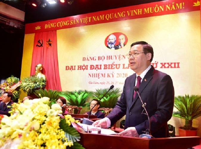 Đồng chí Vương Đình Huệ- Ủy viên Bộ Chính trị, Bí thư Thành ủy, Trưởng đoàn đại biểu Quốc hội thành phố phát biểu chỉ đạo tại Đại hội đại biểu Đảng bộ huyện Gia Lâm lần thứ XXII, nhiệm kỳ 2020-2025