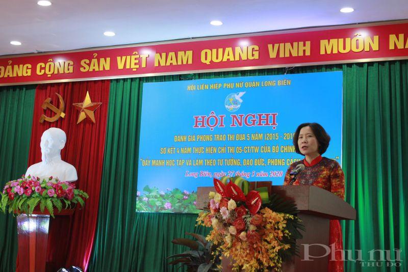 Đồng chí Lê Kim Anh - Chủ tịch Hội LHPN Hà Nội phát biểu chỉ đạo hội nghị